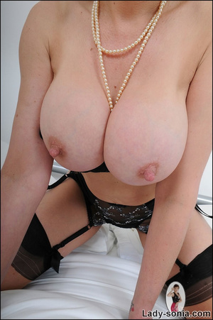 Lusty alluring mature beauty hotly seduc - XXX Dessert - Picture 9