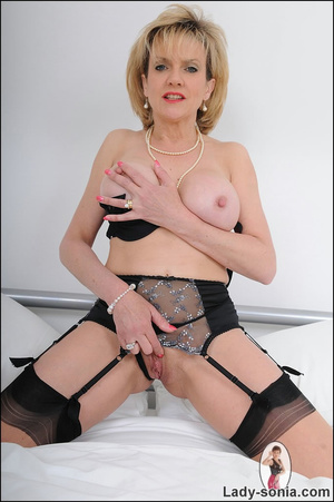Lusty alluring mature beauty hotly seduc - XXX Dessert - Picture 14