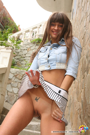 Seductive teen girl takes off her yellow - XXX Dessert - Picture 15