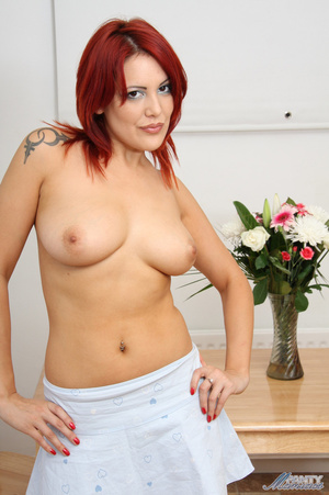 Seductive red babe in lace panties and n - XXX Dessert - Picture 7