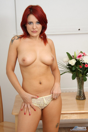 Seductive red babe in lace panties and n - XXX Dessert - Picture 14