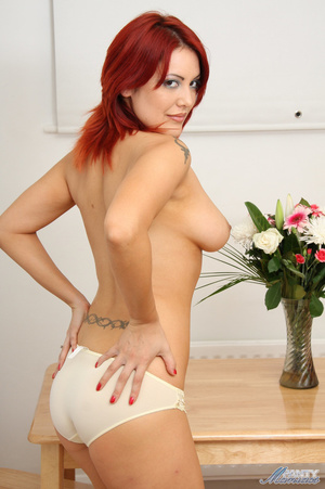 Seductive red babe in lace panties and n - XXX Dessert - Picture 17