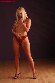 wild blonde beauty demonstrates