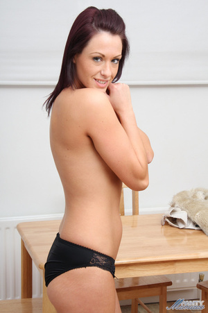 Bodacious brunette babe posing topless i - XXX Dessert - Picture 4