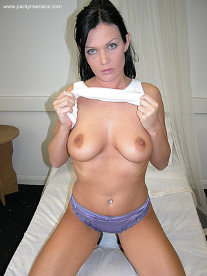 Only for you this busty ponytailed brune - XXX Dessert - Picture 2