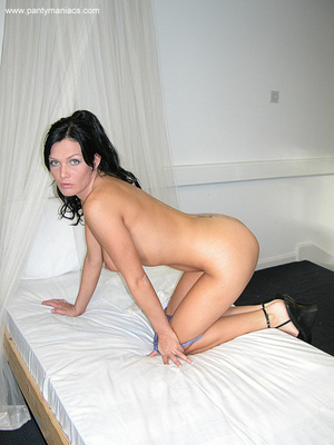 Only for you this busty ponytailed brune - XXX Dessert - Picture 10