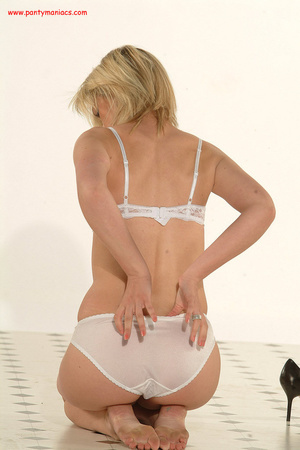 Bodacious blonde babe in sexy white lace - XXX Dessert - Picture 8
