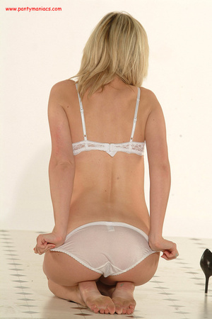Bodacious blonde babe in sexy white lace - XXX Dessert - Picture 9