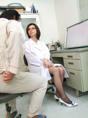 Naughty doctor seduces her patient and g - XXX Dessert - Picture 2