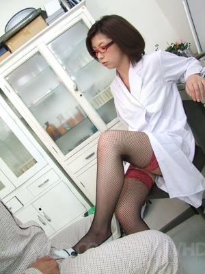Naughty doctor seduces her patient and g - XXX Dessert - Picture 3