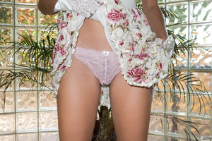 Busty teen chick pulls up her floral dre - XXX Dessert - Picture 3
