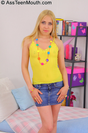 Lovely blonde teen gets some ass to mout - XXX Dessert - Picture 2