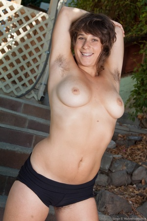 Chick with hot full tits goes nude to co - XXX Dessert - Picture 7