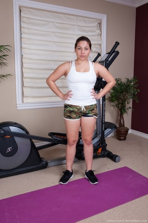 Cute chick finds time while working out  - XXX Dessert - Picture 4