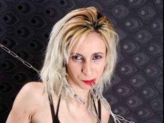 blonde latexbitch perform anal