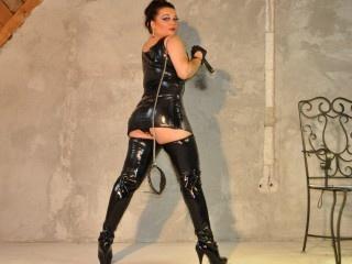 brunette goddess adrya perform