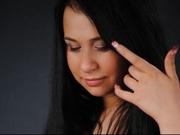 brunette redlina