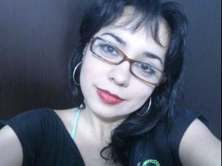 brunette lola
