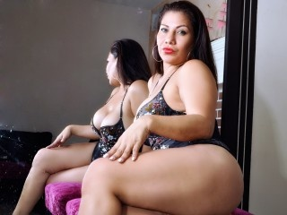 brunette burningmilf perform anal