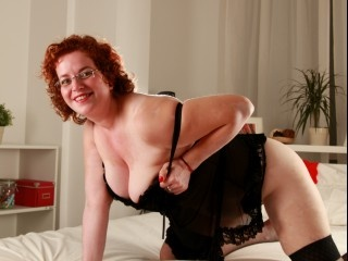 redhead candy perform cameltoe
