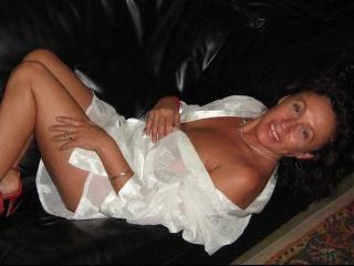 brunette sarra perform anal