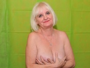 blonde lily22 willing perform