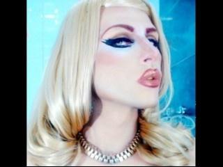 blonde sharllott