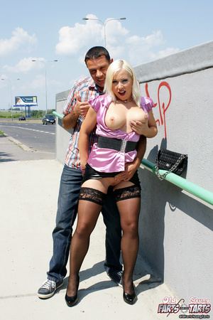 Old horny fellow nailing a cute blonde n - XXX Dessert - Picture 3