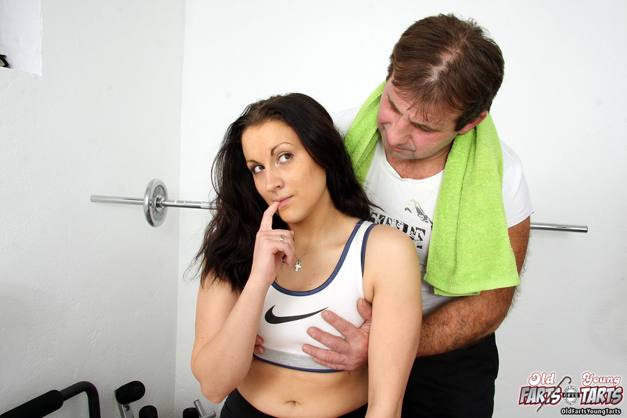 Gym girl coach fucks