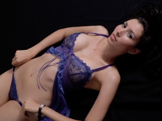 brunette sweetmoon69 perform close