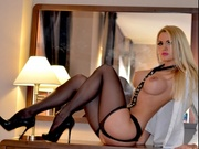 blonde pamela willing perform