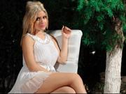 blonde joulyanndrra willing perform