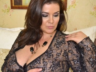 brunette anna perform close
