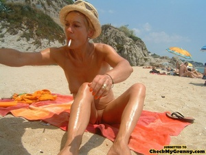 Proud granny openly goes naked in the ou - XXX Dessert - Picture 2