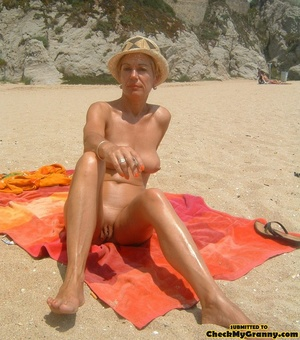 Proud granny openly goes naked in the ou - XXX Dessert - Picture 4