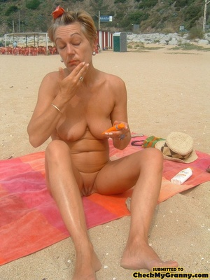 Proud granny openly goes naked in the ou - XXX Dessert - Picture 6