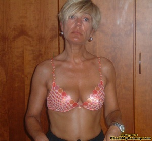 Proud granny openly goes naked in the ou - XXX Dessert - Picture 7
