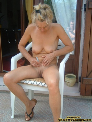 Proud granny openly goes naked in the ou - XXX Dessert - Picture 10
