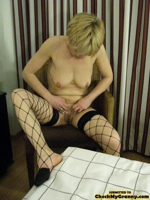 Proud granny openly goes naked in the ou - XXX Dessert - Picture 14