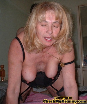Kinky blonde granny enjoys a mouthfull o - XXX Dessert - Picture 1