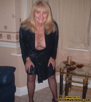 Kinky blonde granny enjoys a mouthfull o - XXX Dessert - Picture 2