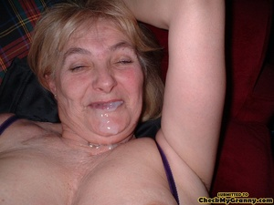 Kinky blonde granny enjoys a mouthfull o - XXX Dessert - Picture 4