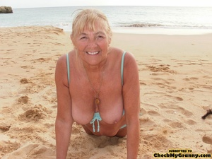Kinky blonde granny enjoys a mouthfull o - XXX Dessert - Picture 12