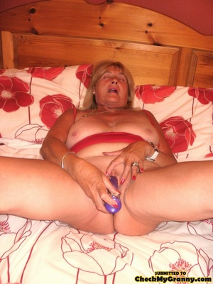 Kinky blonde granny enjoys a mouthfull o - XXX Dessert - Picture 15