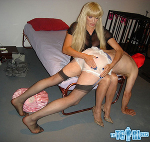 Blonde crossdress bitch gives the myster - XXX Dessert - Picture 7