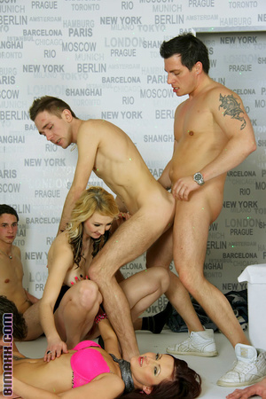 This orgy is the dream of every bi boy l - XXX Dessert - Picture 9