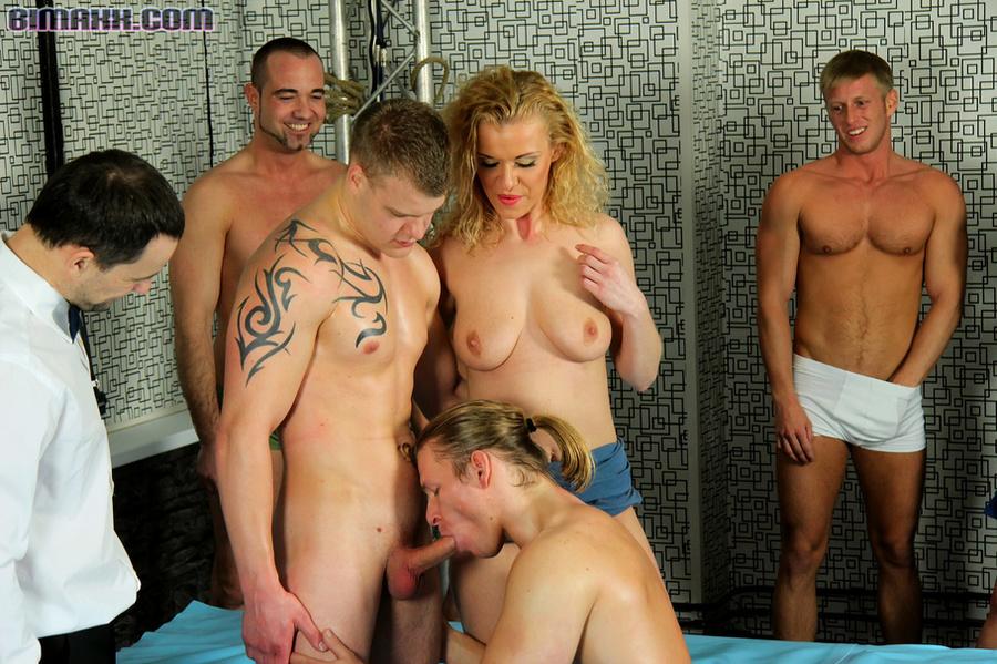 Naked ladyboy pattaya thailand