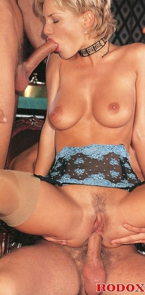Oldschool cum slut milks two studs' cock - Picture 12