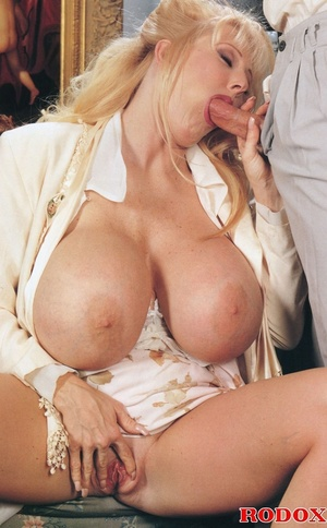 Mature lady with massive melons loves co - XXX Dessert - Picture 5