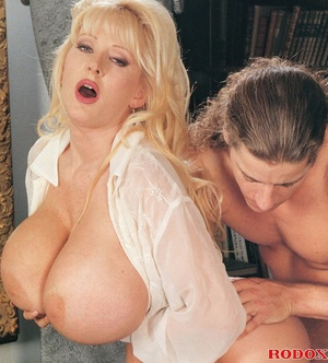 Mature lady with massive melons loves co - XXX Dessert - Picture 7